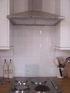 Mattonelle bianche da parete cucina bagno con angoli - Cosa mettere al posto delle piastrelle in cucina ...