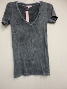 Romeo&Juliet Couture women's v-neck top Sz L grey