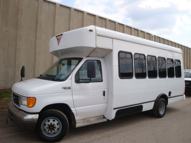 FORD E450 14 PASSENGER BUS WHEELCHAIR ACCESS REAR A/C
