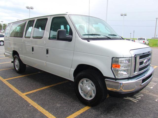 09 FORD E-350 15 PASSENGER VAN - FREE SHIP/AIR