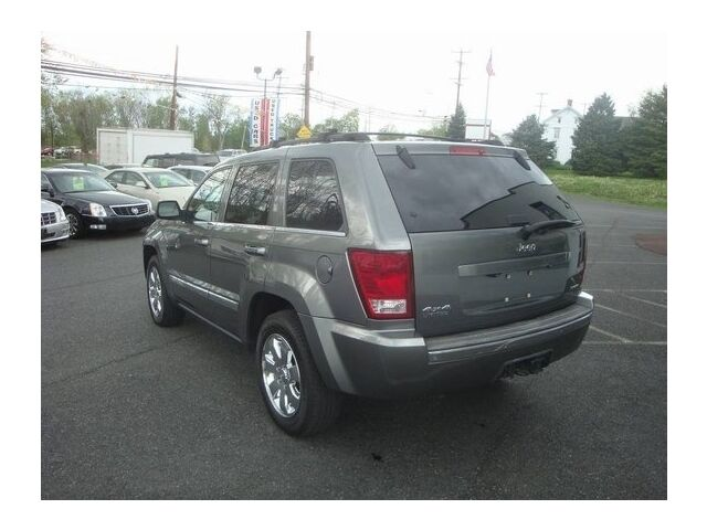 Image 9 of Limited SUV 5.7L CD…