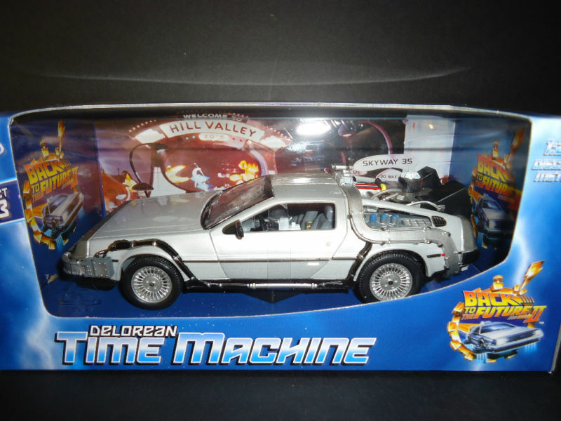 Welly Delorean Time Machine Back To The Future 2 1/24