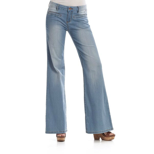 Your Guide to Buying Vintage Women's Jeans