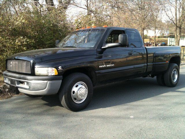 01 Dodge 6-Speed Cummins Diesel 4x2 Dually Pickup Truck