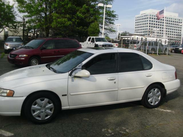 used 2001 nissan altima gxe sunroof pearl white runs good for sale 8201 leesburg pike vienna. Black Bedroom Furniture Sets. Home Design Ideas