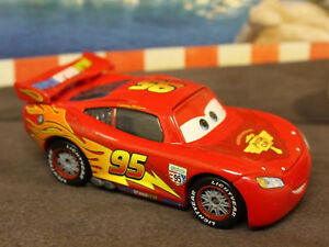 Disney-Pixar-Cars-2-Lightning-Mcqueen-with-Racing-Wheels-New-Loose