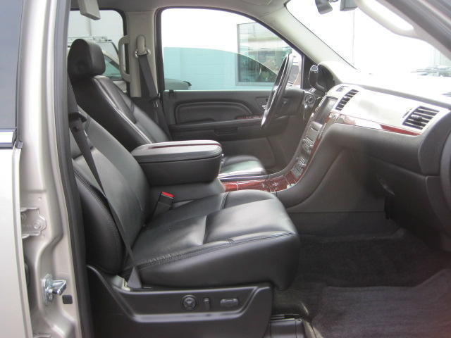 LOW MILES~AWD~CREW CAB~SUNROOF~LEATHER~BACK-UP CAM