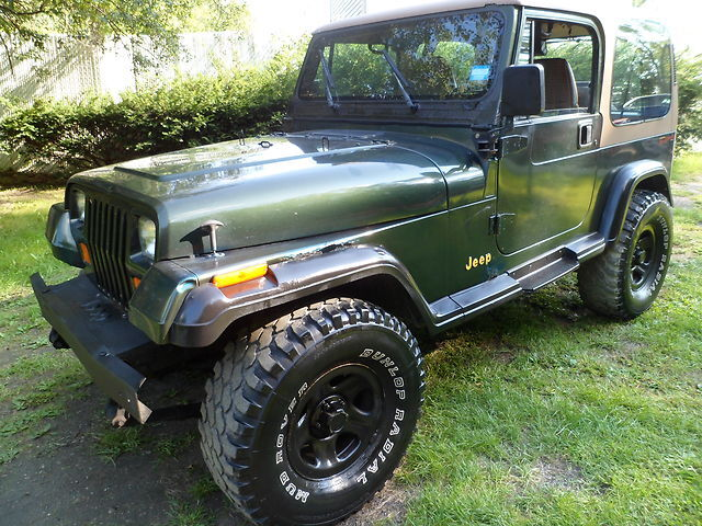 1995 jeep wrangler rio grande 4x4 5speed hard top 2 5 liter 4 cylinder engine used jeep. Black Bedroom Furniture Sets. Home Design Ideas