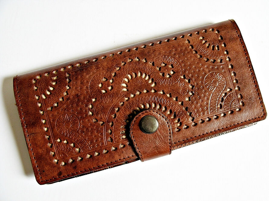 How to Buy a Designer Clutch Bag on eBay | eBay