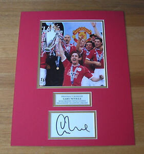 ★ GENUINE GARY NEVILLE in MANCHESTER UNITED SHIRT SIGNED PHOTO MOUNT COA MAN U ★