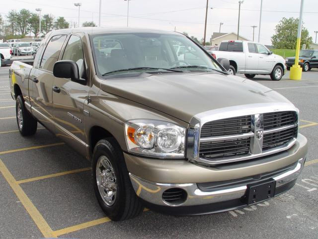 07 DODGE RAM 1500 MEGA CAB LOW MILES HEMI