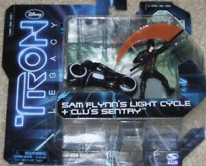 SAM-FLYNNS-LIGHT-CYCLE-CLUS-SENTRY-TRON-LEGACY-TARGET