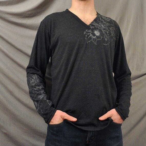 Rundhals ist nur eine Möglichkeit: T-Shirts, V-Necks und Longsleeves für Herren
