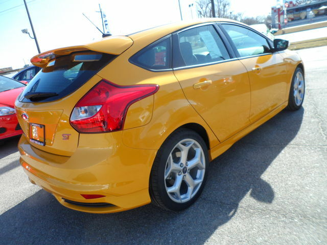 new 2013 ford focus st tangerine scream 252 horsepower new ford focus for sale in hutchinson. Black Bedroom Furniture Sets. Home Design Ideas