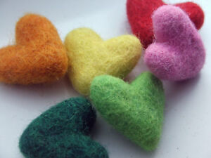 5-x-handmade-sculpted-felt-HEARTS-35mm
