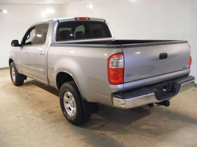 Imagen 2 de Toyota Tundra plateado