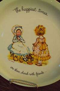 HOLLY-HOBBIE-PLATE-034-HAPPIEST-TIMES-WITH-FRIENDS-034-1972