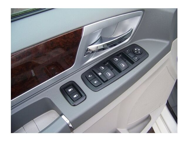 Image 12 of Touring 3.8L CD Front…