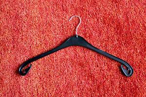 50 Stück Kunststoff Kleiderbügel NA 47 schwarz fabrikneu drehbarer Haken Blusen