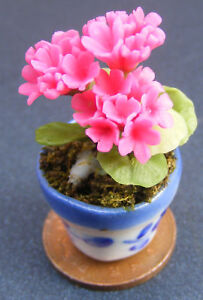 Bunch Of 3 Geraniums In A Pot Dolls House Miniature