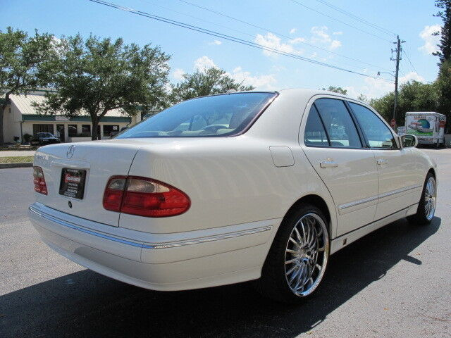 V8 LEATHER SUNROOF UPGRADES WHITE/BEIGE CARFAX WARRANTY