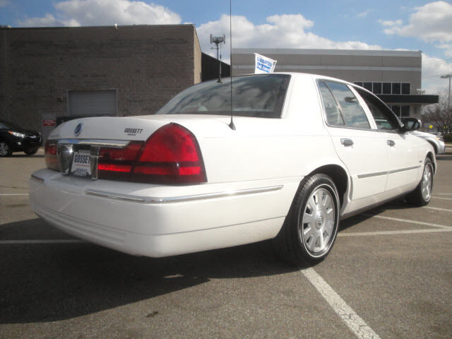 In  Ford Put Am Fm Antennas On The Right Rear Quarterpanel Of Crown Vics And Grand Marquis For One Year