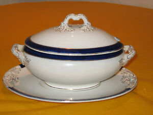 VINTAGE-RIDGWAYS-ROYAL-PORCELAIN-SOUP-DISH-STAND-SOME-AGE-WEAR-ON-GOLD
