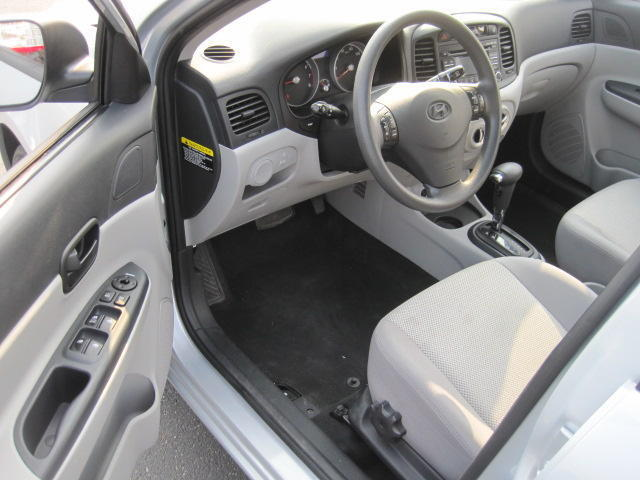 Picture of a 4dr Sdn Auto 1.6L CD 2nd Row Bench Seat AM/FM Stereo