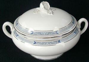 Royal-Worcester-Beaufort-Blue-Round-Covered-Veg-Bowl