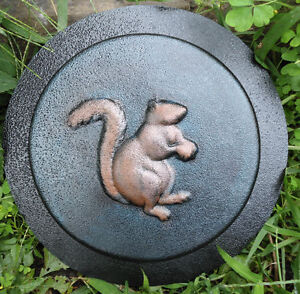 squirrel-stepping-stone-plaster-concrete-plastic-mold