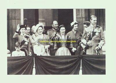mm105 - Queen Elizabeth & Princess Margaret & family group - Royalty photo 6x4