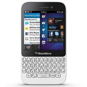 BlackBerry-Q5-White-BNIB-SIM-FREE-UNLOCKED-Carphone-Warehouse-2-YEAR-WARRANTY
