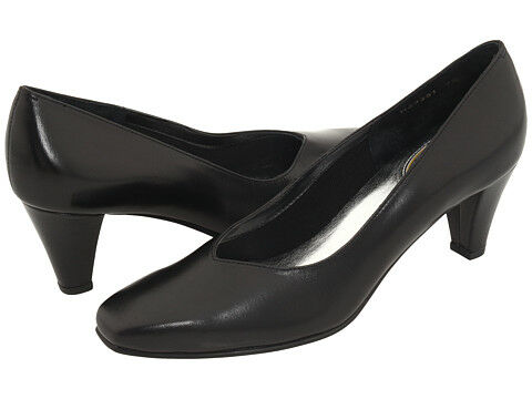 How to Buy Heeled Shoes for the Office