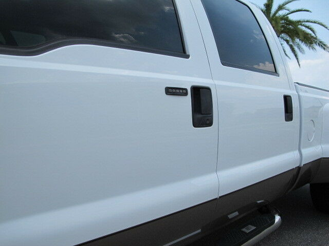 Ford F350 Superduty Crew Cab Lariat 4 Wheel Drive FX4 Powerstroke Diesel Dually