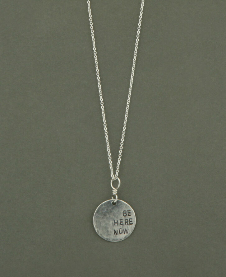 How to Buy a Personalised Silver Necklace