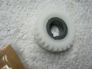 Suzuki-GT380-nos-point-cam-gear