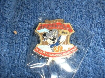 Disney DLR Disneyland Pirates of the Caribbean PIRATE MICKEY MOUSE GWP Pin