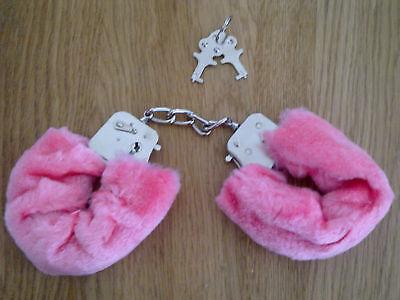SEXY PINK FURRY HANDCUFFS FANCY DRESS POLICE BRAND NEW HEN NIGHT (Pink Furry Kostüm)