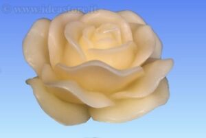 Candela a forma di rosa centrotavola regalo feste candele for Candele colorate