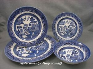 Churchill Blue Willow Pattern 24 Piece set plate / bowl