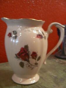ancien grand pot a lait porcelaine decor roses rouges ebay. Black Bedroom Furniture Sets. Home Design Ideas