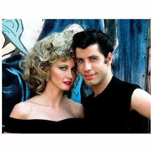 Grease, Keinohrhasen & Co.: Die beliebtesten Romantik-Filmposter für gemütliche Stunden zu zweit