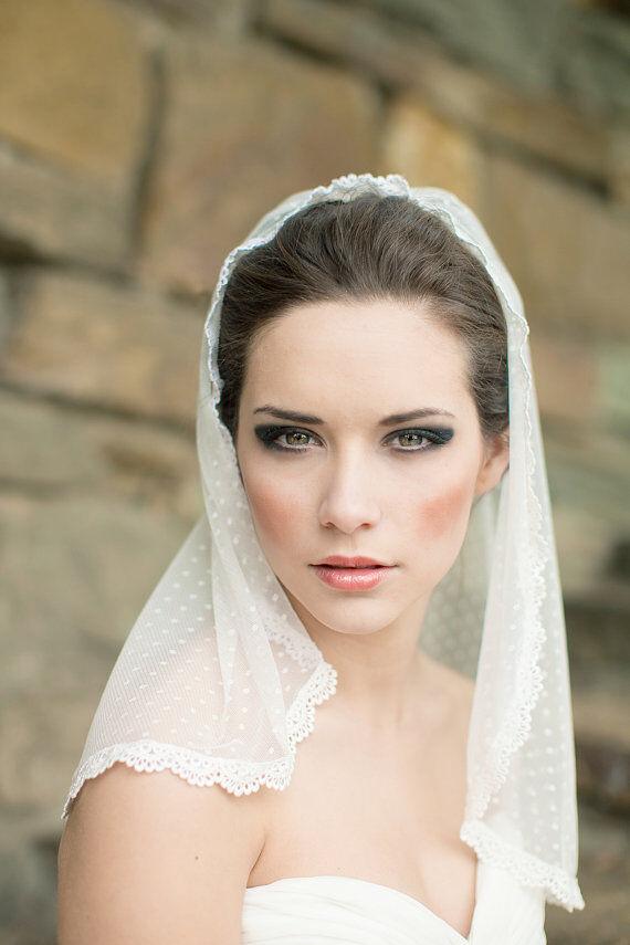 Shoulder-Length Lace Veil