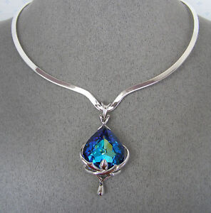 SWAROVSKI-BERMUDA-BLUE-CRYSTAL-ELEMENT-PENDANT-and-SCOOP-V-NECKLACE