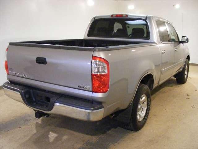 Imagen 8 de Toyota Tundra plateado