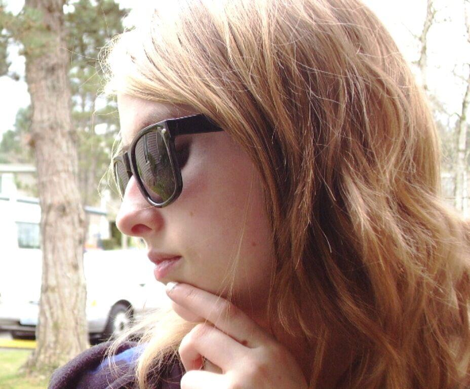 Wayfarer Sunglasses Black Frame And Dark Smoked Lenses Spring Hinges
