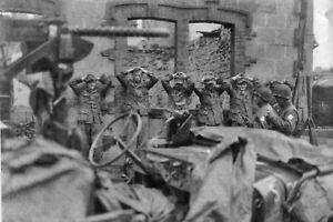 Photo WW2 - Les Allemands se rendent à Coutances - France - État : Neuf: Objet neuf et intact, n'ayant jamais servi, non ouvert. Consulter l'annonce du vendeur pour avoir plus de détails. ... Type: Impression numérique Origine: US Thme: Guerre, Militaire Couleur: Noir et blanc Sous-thme: 1939-1945 Nomb - France