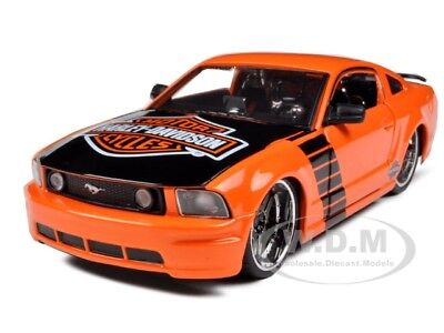 2006 Ford Mustang Gt Orange Harley Davidson 1:24 Model Car By Maisto 32169