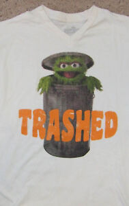 Sesame-Street-Oscar-the-Grouch-Trashed-T-Shirt-sz-M