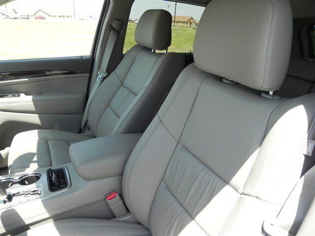 Laredo New SUV 3.6L CD NATURAL GREEN PEARL 4-Wheel ABS